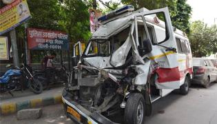 2year Old Boy And Nurse Died In Ambulance Crash On DND Flyway In Delhi - Sakshi