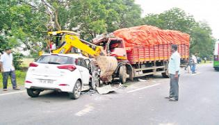 Four Dead In Road Accident At Jangaon District - Sakshi