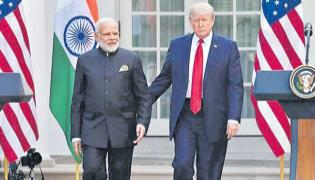 Trump hints at some announcement at Howdy Modi event in Houston - Sakshi