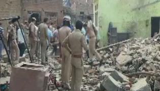 Firecracker explosion in house kills six in UP - Sakshi