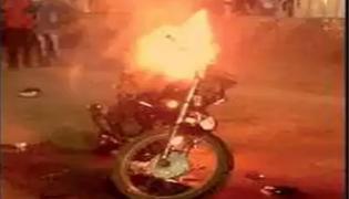 Police Stop Bike Woman Breaks Leg In Tamil Nadu - Sakshi