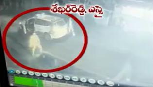 Thieves Tries To Attack Dundigal Sub Inspector Shekhar Reddy - Sakshi