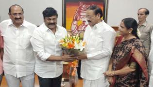 Venkaiah Naidu Praises Sye Raa Narasimha Reddy Movie After Watching - Sakshi