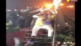 Asaduddin Owaisi Dance Performance At Maharashtra Election Campaign