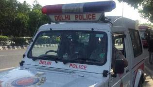 Delhi Man Allegedly Robbed Of IPhone - Sakshi