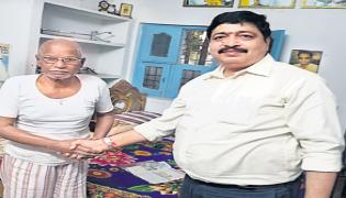 An Old Man Offered 50 Lakhs To Indian Army - Sakshi
