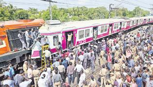 MMTS First Train Accident in Kachiguda Railway Station - Sakshi