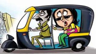 Auto Driver Robbed Of Jewelery At Traveler - Sakshi