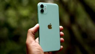 Phone Snatchers New Target Apple I phones in Hyderabad - Sakshi