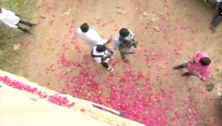Disha Murder Case Accused Encounter: People Chanted Slogans Of Police Zindabad - Sakshi