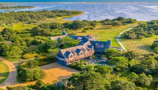 Barack And Michelle Obama Purchase Vineyard Estate: Reports - Sakshi