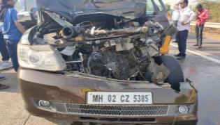 Actor Shabana Azmi Injured In Car Accident On Mumbai - Sakshi