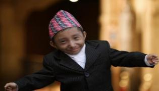 World Shortest Man Khagendra Thapa Magar Dies In Nepal For Pneumonia - Sakshi