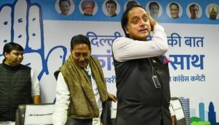 Shashi Tharoor Takes A Dig At Sonbhadra Gold Rush - Sakshi