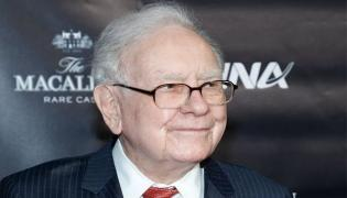 Warren Buffett Upgrades From A Flip Phone To An IPhone - Sakshi