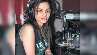 Singer Shweta Pandit Stuck in Italy - Sakshi