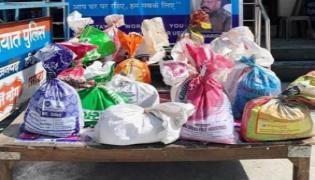 Police Distribute Food To Needy People In Uttarakhand Over Lockdown - Sakshi
