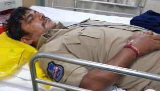 Two Thugs Attack On Constable In Hyderabad - Sakshi