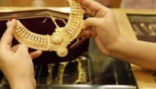 Gold Trades Lower Due To Global Prices - Sakshi
