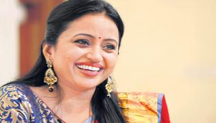 Suma Kanakala Says Yes To Act In Pushpa - Sakshi