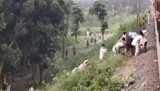 Bihar residents offer food to people on Mizoram-bound train