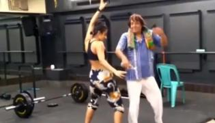 Ranjeet Danced To Sholay Song With Daughter Became Viral - Sakshi