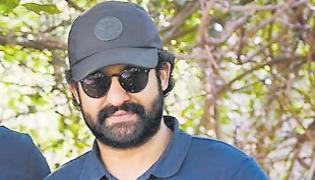 KGF 2 director Prashanth Neel quitting Sandalwood for Jr NTR film - Sakshi