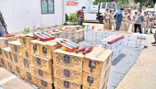 Police inspections at state borders about Alcohol trafficking - Sakshi