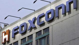 Foxconn to invest 1 billion dollars in Tamilnadu plant  - Sakshi