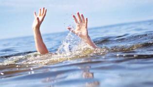 Three Ladies Saved Lives Of Boys From Water By using Sarees At Tamil Nadu - Sakshi