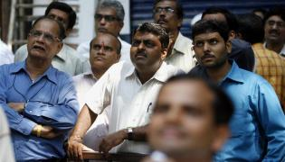 Market open weak - realty up - Sakshi