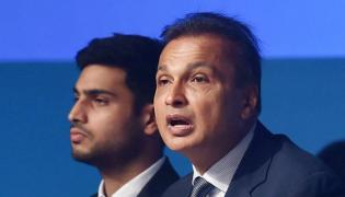 Sold all jewellery to pay legal fees, have jus tone car: Anil Ambani to court - Sakshi