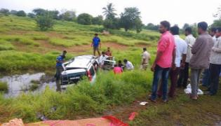 Seven People Including Pregnant Woman Deceased In Road Mishap - Sakshi