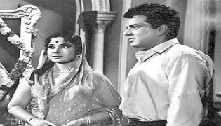 Actor Dharmendra Meena Kumari Love Story In Sakshi Funday