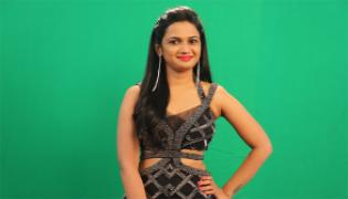 Bigg Boss 4 Telugu: Ariyana Glory As 10th Contestant - Sakshi
