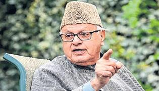 Enforcement Directorate questions Farooq Abdullah in Jammu Kashmir Cricket Scam - Sakshi