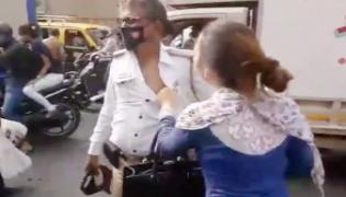 Woman Attacks Traffic Police Over Heated Argument In Mumbai - Sakshi