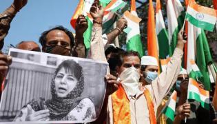 3 Leaders Quit Mehbooba Muftis Party Over Her Remarks - Sakshi