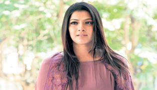 Varalaxmi Sarathkumar wraps up the shoot of Krack - Sakshi