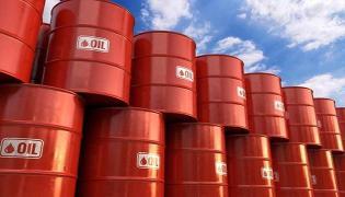 Crude oil prices tumbles on covid-19 lockdown worries  - Sakshi