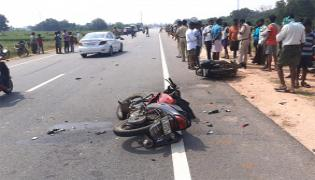 Three Deceased Road Accident In Anantapur District - Sakshi