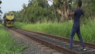 Funny Train Video Posted In Twitter Gone Viral