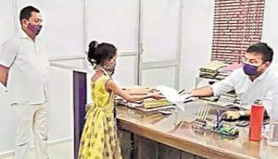 Girl Walk Ten Kilometers To File Complaint Against Dad - Sakshi