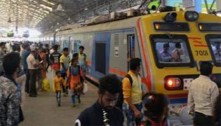 Only Women, No Children Allowed In Mumbai Local Trains - Sakshi