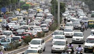 Higher Insurance Premium on Cards for Vehicles Violating Traffic Rules - Sakshi