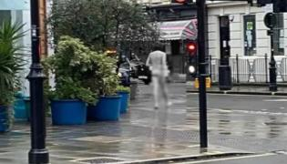 Naked Man Walks In London, Took Off His Clothes Wash Himself - Sakshi