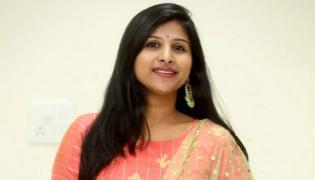 Singer Mangli Participate In Maski Bypoll Campaign Karnataka - Sakshi