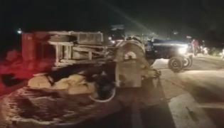 Four Deceased In Road Accident At Gangapur, Mahabub Nagar District - Sakshi