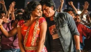 Priyamani Reveals Shahrukh Khan Gave Her 300 Rs Chennai Express Set Wallet - Sakshi