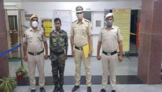 40 Year Old Man Posing As Army Captain Arrested In Delhi - Sakshi